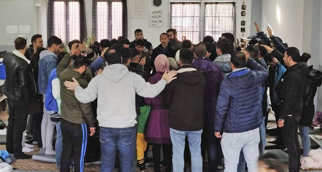 News: Iraner und Afghanen feiern gemeinsam Gottesdienst